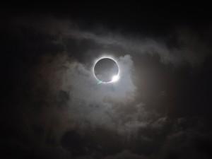 706839main1_20121113-solareclipse-670