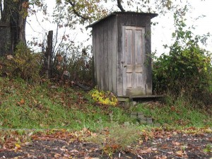 800px-Amish_Outhouse