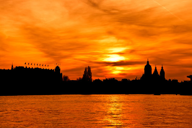 http://www.publicdomainpictures.net/view-image.php?image=10636&picture=city-silhouette-at-sunset