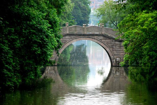 http://www.publicdomainpictures.net/view-image.php?image=28261&picture=arch-bridge