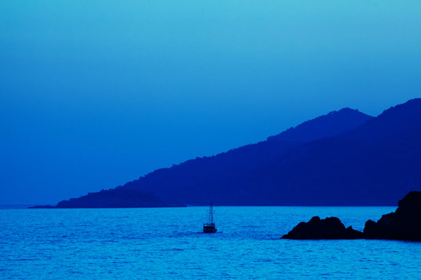 http://www.publicdomainpictures.net/view-image.php?image=10586&picture=blue-sunset-and-boat