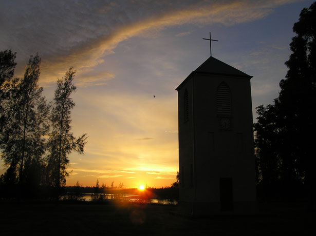 http://www.publicdomainpictures.net/view-image.php?image=16225&picture=sunrise-church