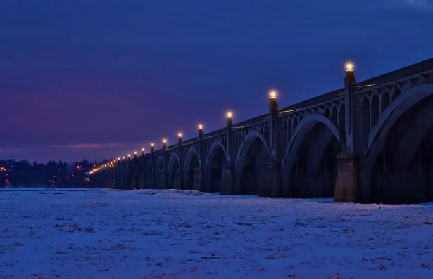 http://www.publicdomainpictures.net/view-image.php?image=109868&picture=columbia-bridge