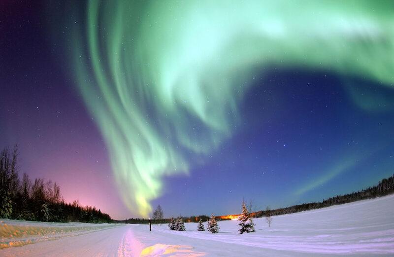 https://simple.wikipedia.org/wiki/Aurora#/media/File:Polarlicht_2.jpg