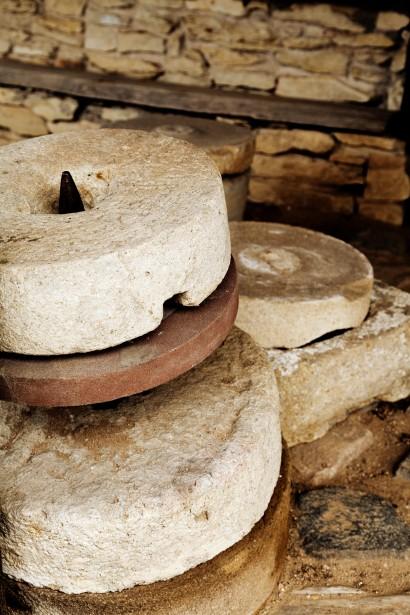 http://www.publicdomainpictures.net/view-image.php?image=45771&picture=millstones