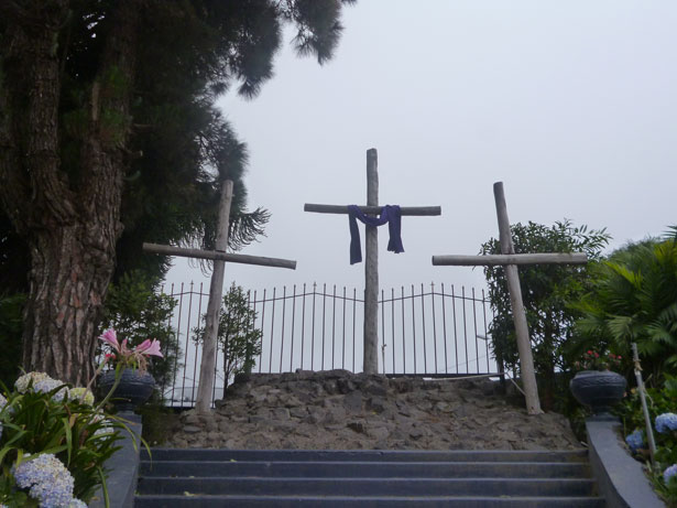 http://www.publicdomainpictures.net/view-image.php?image=33574&picture=three-crosses-on-a-hill