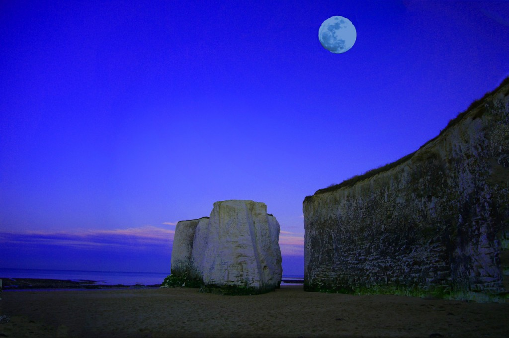 http://www.publicdomainpictures.net/view-image.php?image=12209&picture=moon-sea-cliff