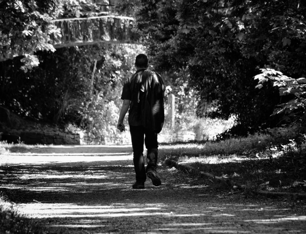 http://www.publicdomainpictures.net/view-image.php?image=203331&picture=lonely-walk