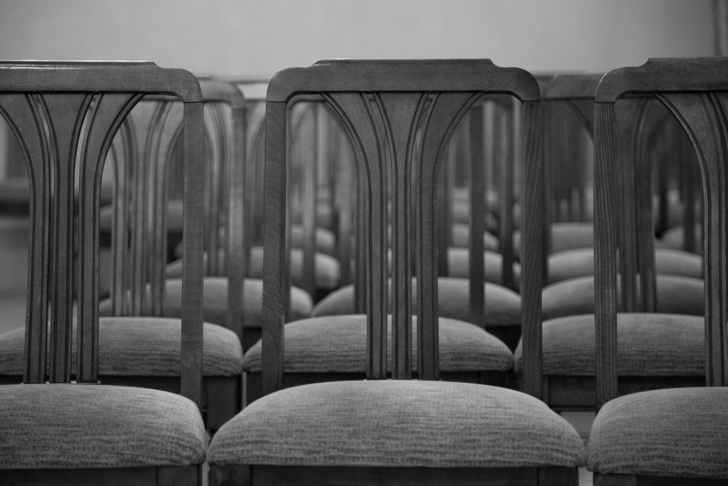 http://www.publicdomainpictures.net/view-image.php?image=189352&picture=chair-sits