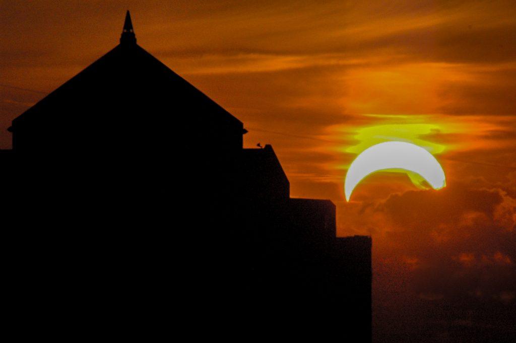 http://www.publicdomainpictures.net/view-image.php?image=148467&picture=solar-eclipse