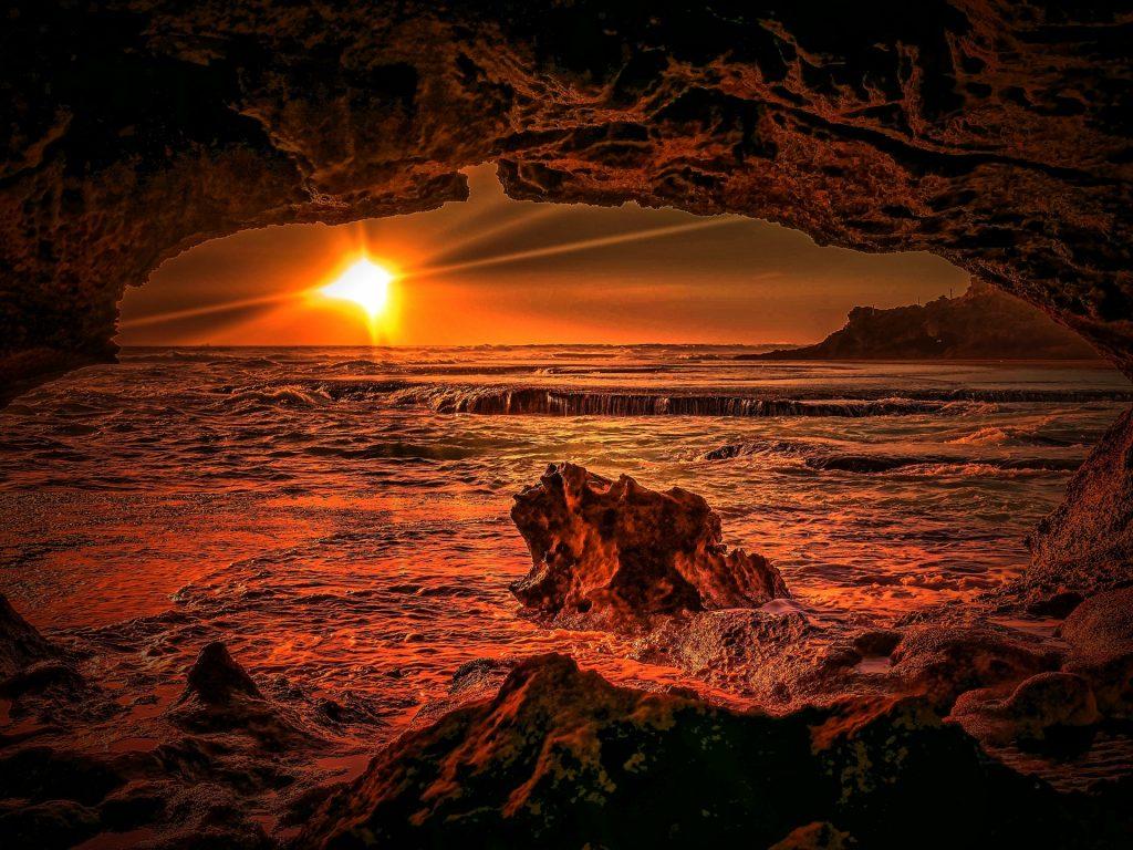 http://www.publicdomainpictures.net/view-image.php?image=207392&picture=sunset-near-portsea-australia