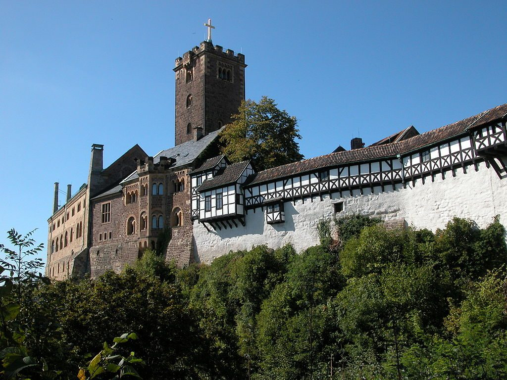 https://simple.wikipedia.org/wiki/Wartburg_Castle#/media/File:Wartburg_Eisenach_DSCN3512.jpg