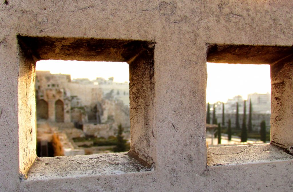 https://publicdomainpictures.net/en/view-image.php?image=158101&picture=jerusalem-old-city-sunrise
