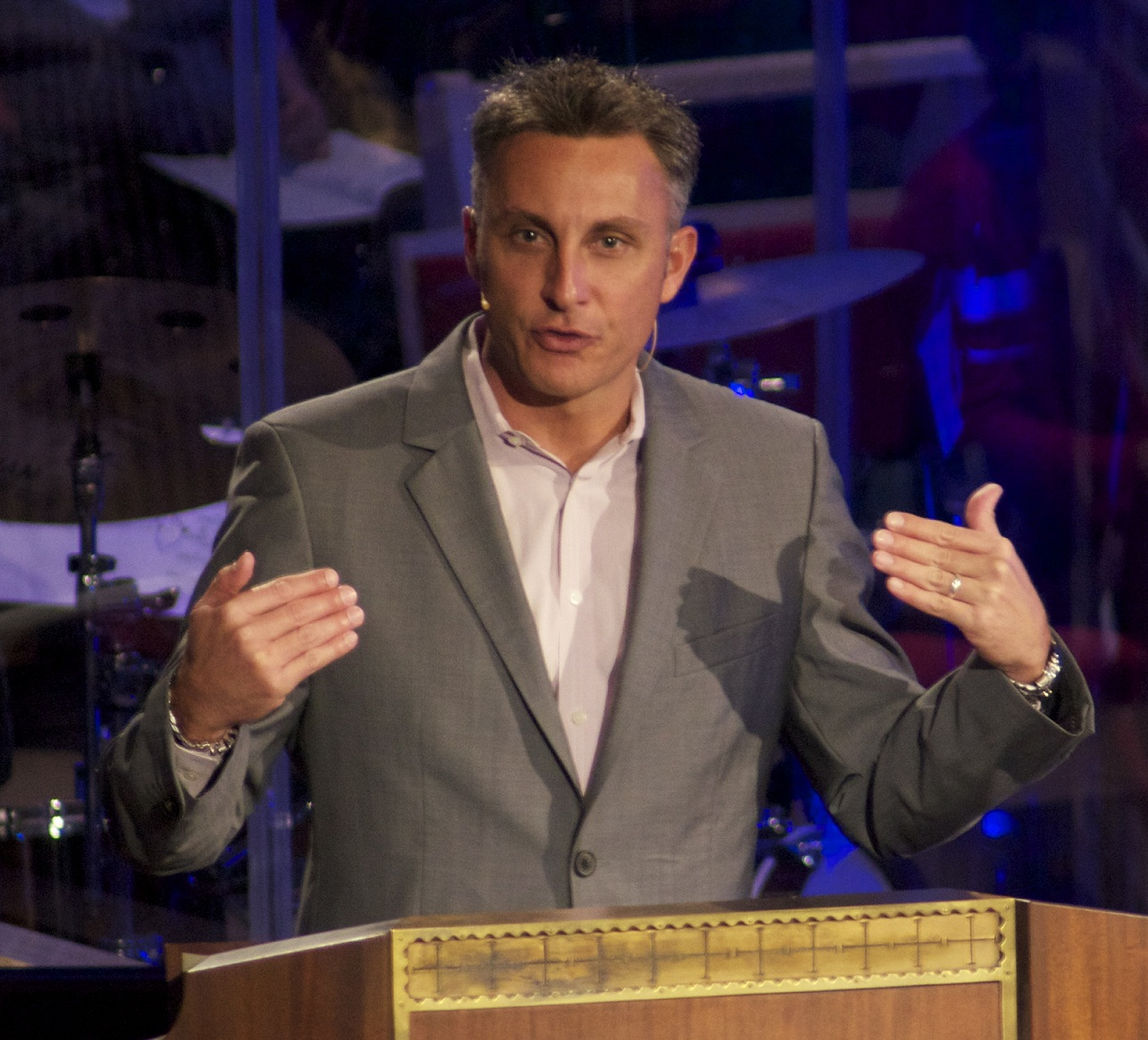 https://commons.wikimedia.org/wiki/File:Tullian_Tchividjian_cropped.jpg