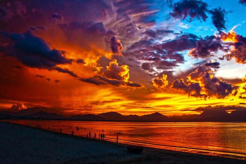 https://publicdomainpictures.net/en/view-image.php?image=36842&picture=burning-sky