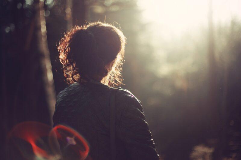 https://publicdomainpictures.net/en/view-image.php?image=211776&picture=woman-looking-away
