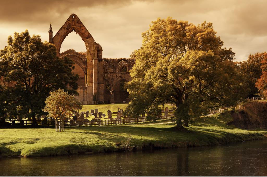 https://www.publicdomainpictures.net/en/view-image.php?image=26322&picture=bolton-abbey