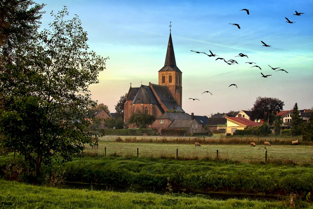 https://www.publicdomainpictures.net/en/view-image.php?image=171414&picture=village-church