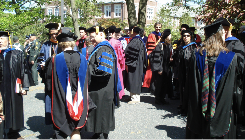https://en.wikibooks.org/wiki/How_To_Succeed_in_College/Academic_Regalia#/media/File:Phddressatwpigraduation.png