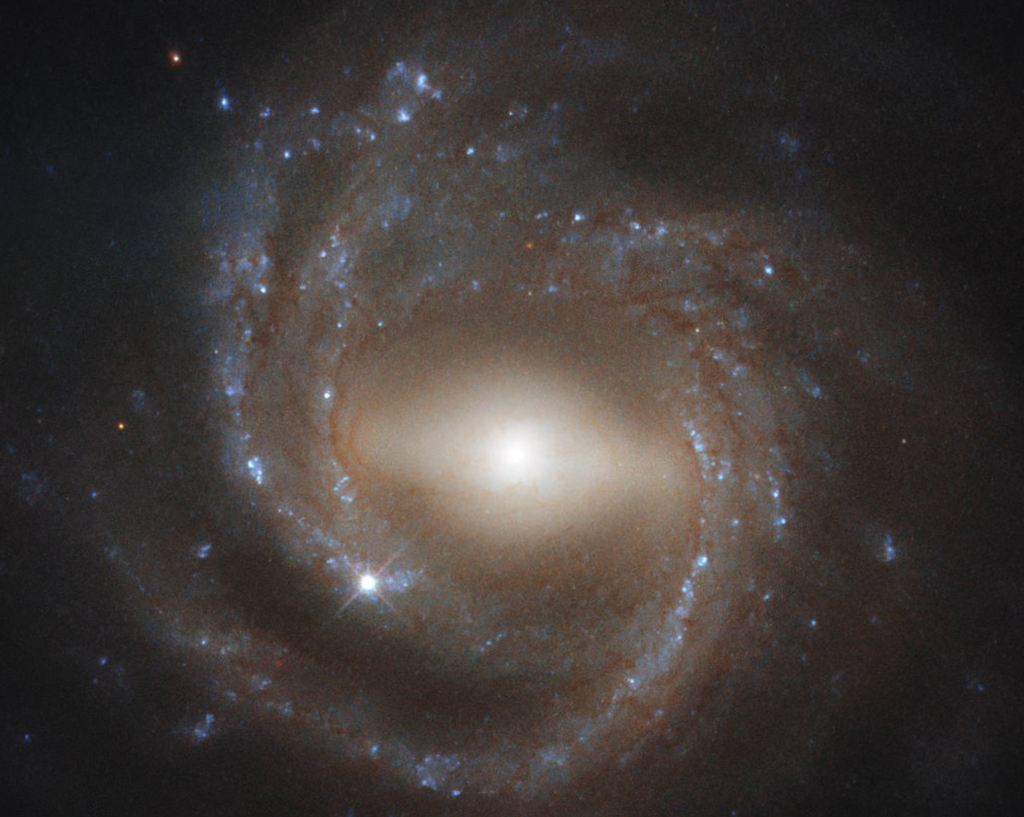 Mature Galaxy Mesmerizes in New Hubble View