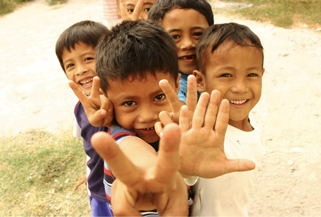 https://commons.wikimedia.org/wiki/File:Philippine_children_(4435472910).jpg